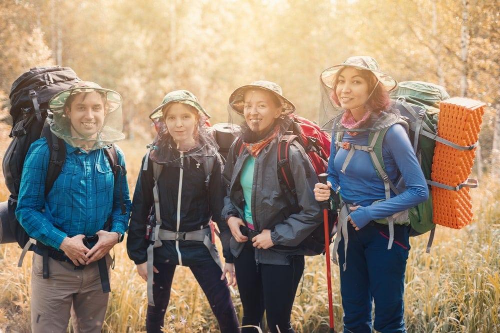 Hikers wearinga bug net