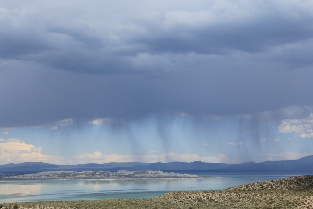 Heavy clouds produce visible bands of virga